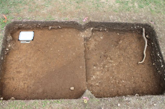 Plan view of Feature 5 in two consecutive units (not yet excavated).